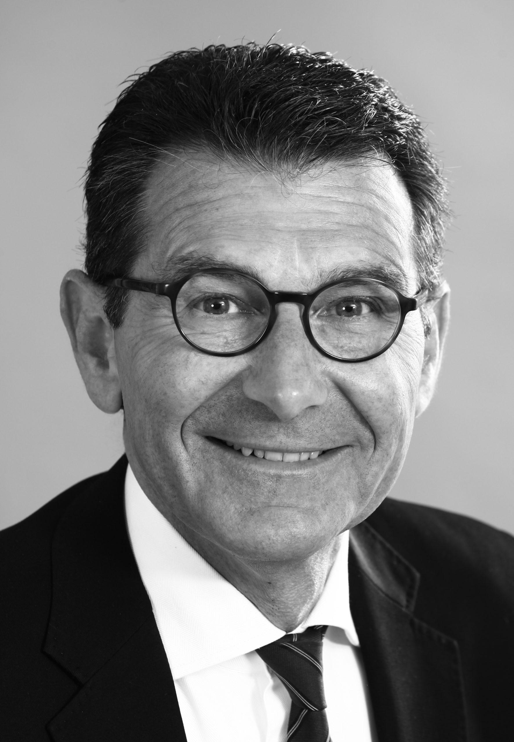 Président du Comité Montaigne et membre du Comité des Sages d'Imprim'luxe.